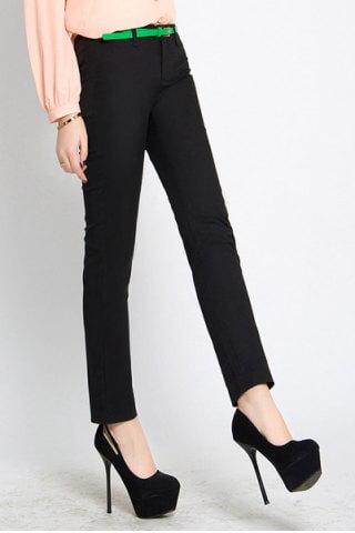 Παντελόνι με στενή γραμμή  έχει ελαστικότητα