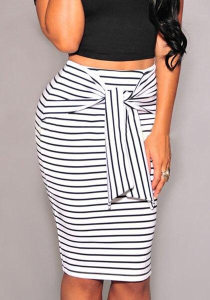 Ριγέ μίνι φούστα με μεγάλη ζώνη μπροστά
