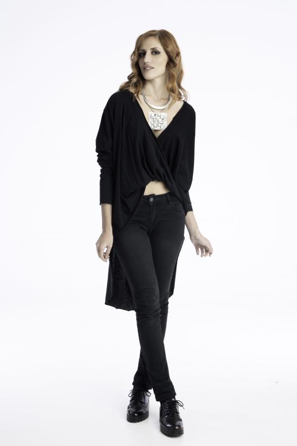 Γυναικεία ασύμμετρη μπλούζα με μανίκια