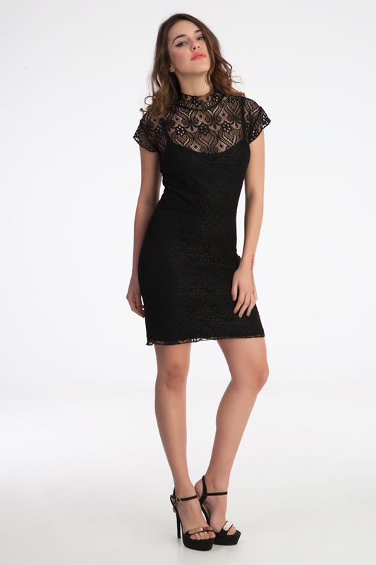 μίνι γυναικείο φόρεμα από χειροποίητη νταντέλα. κατάλληλο και για βράδυνες άλλα και για επίσημες εμφάνισις