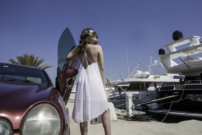 Γυναικείο ασύμμετρο φόρεμα από μουσελίνα με τιράντες