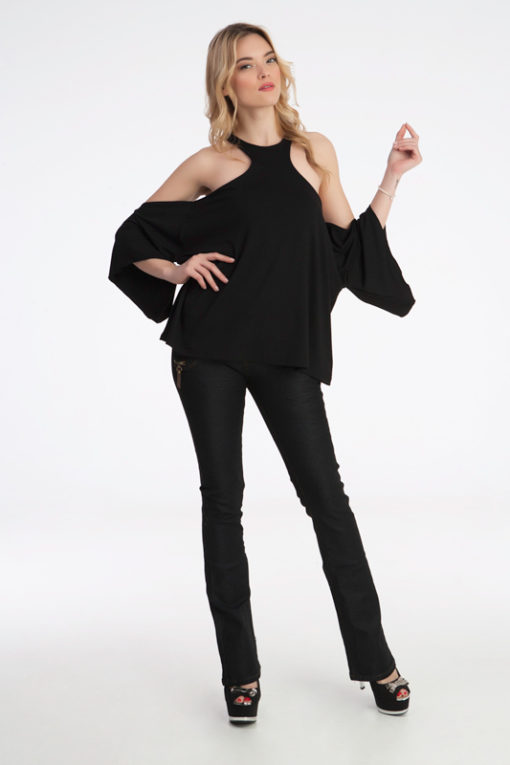 Γυναίκεια μπλούζα με ριχτά μανίκια έξω τους ωμούς. ύφασμα βισκόζη έχει ελαστικότητα