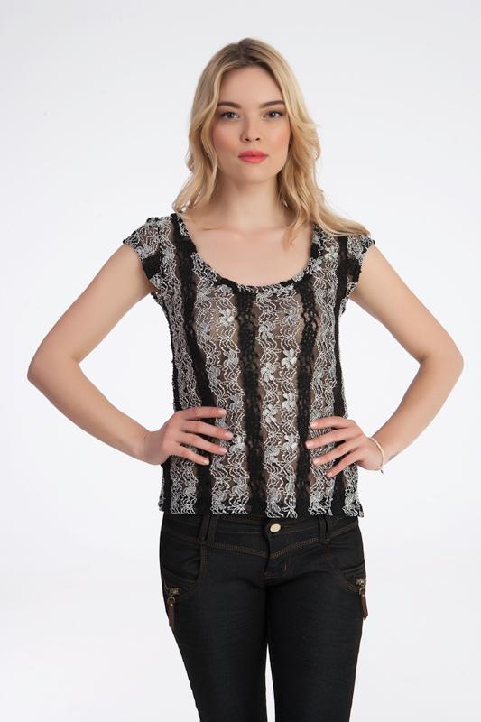 Γυναίκεια μπλούζα από άσπρο μαύρη δαντέλα