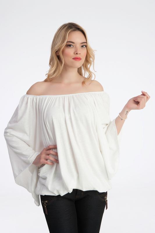 γυναίκεια μπλούζα με καμπάνα μανίκια, έξω τους ωμούς και με άνοιγμα στην πλάτη.