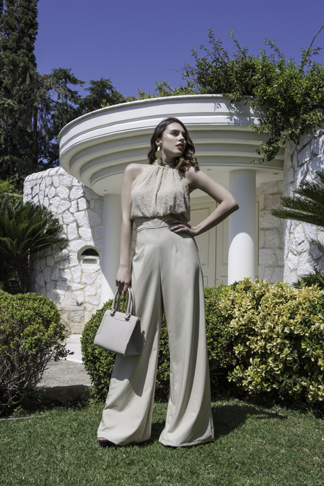 8940d1442e70 Γυναίκεια μπλούζα με ριχτά μανίκια έξω τους ωμούς - Prestige Fashion