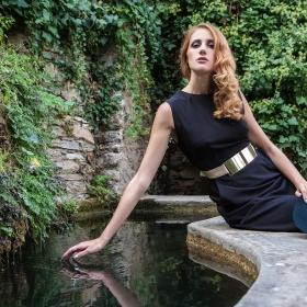 Φόρεμα μίνι με χρυσή μεταλλική ζώνη και τσέπες