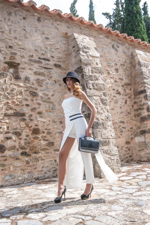 Γυναικεία ολόσωμη φόρμα, στυλ καμπαρντίνα 2 σε 1 στράπλες με ένα μπατζάκι σορτς .
