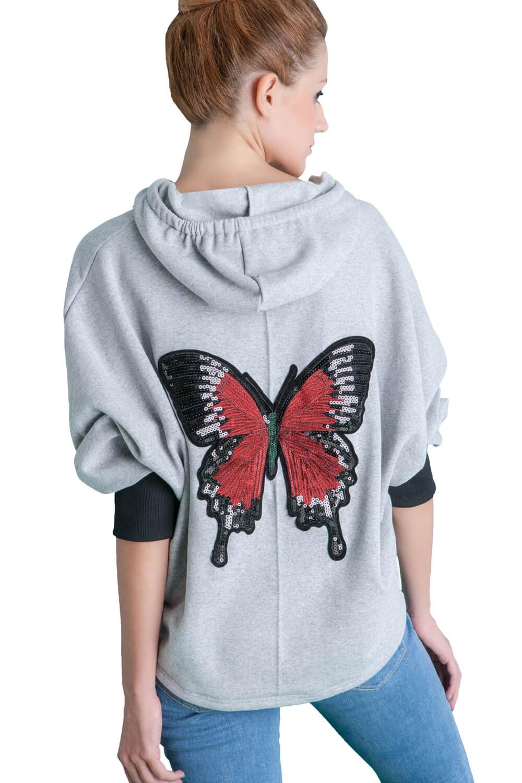 Γυναίκεια μπλούζα από φουτερακι υφασμα. Με κουκούλα. Πίσω στην πλάτη έχει μια πεταλούδα ανάγλυφη.